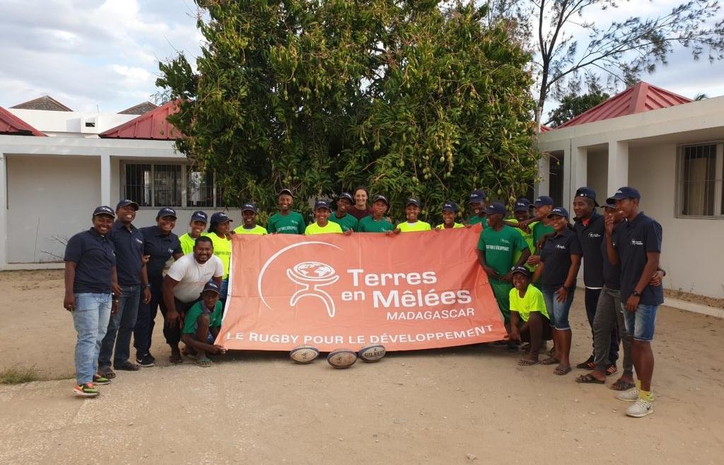 Photo de groupe avec banderole Terres en mêlées